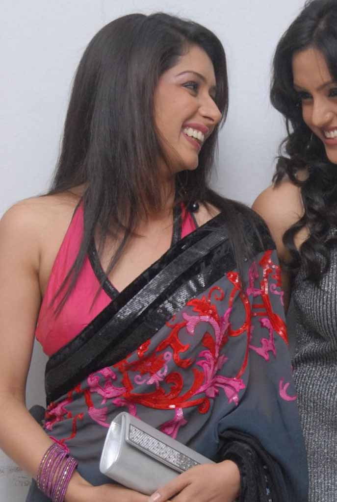 ... navel,cleavage,hip,waist photo collections : Samiksha sing saree navel