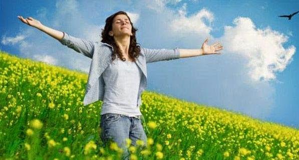 Cessons de nous plaindre ! Remercions plutôt Dieu pour Ses bienfaits ! - Page 34 Ob_5d2b61_femme-bras-ouverts1