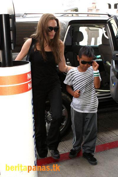 Foto-Foto Angelina Jolie Sebagai Hottest Momma