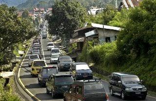 Cara Mengendarai Kendaraan Di Jalan Macet Dan Kondisi Tanjakan