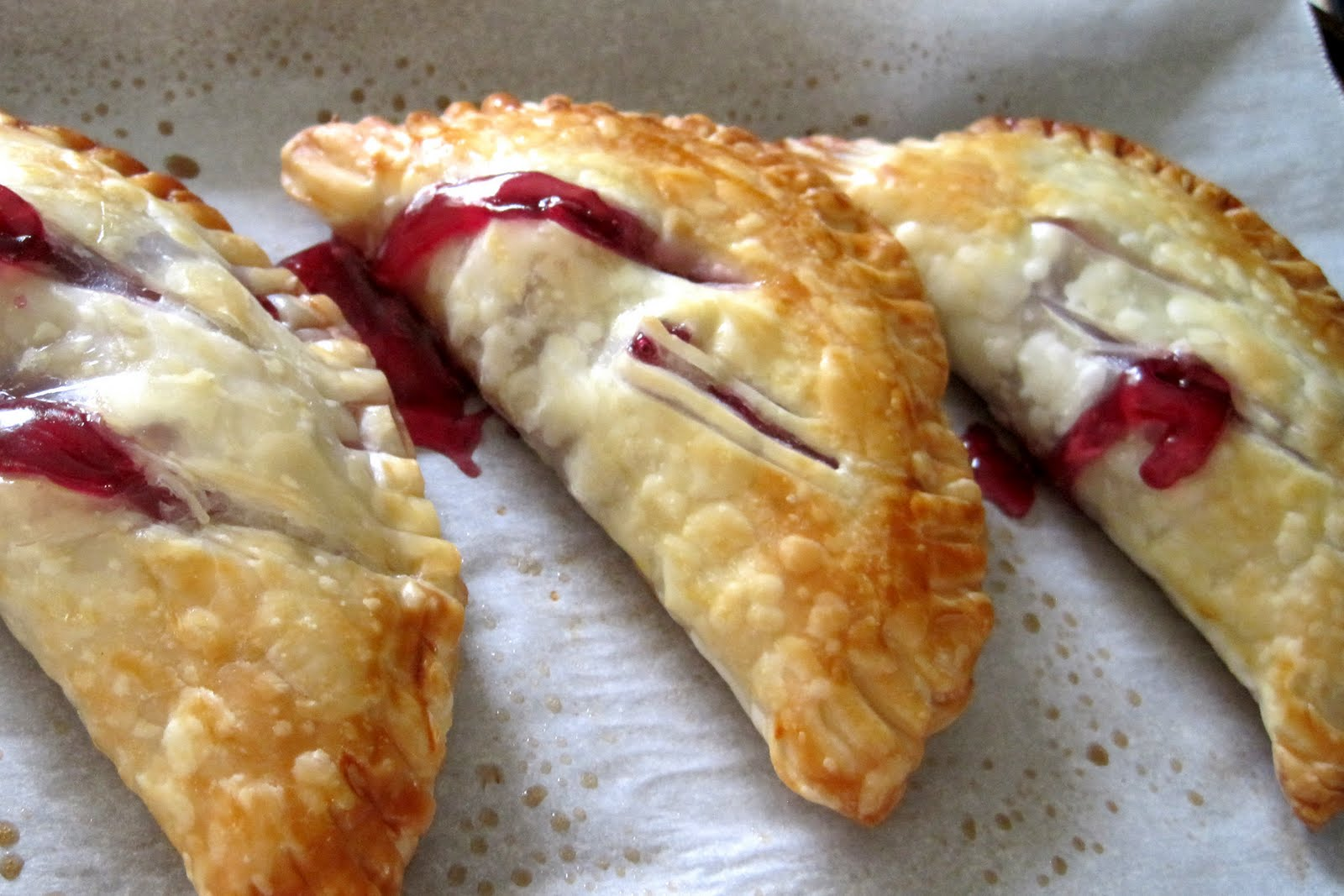 Living in a world gone mad...now with offspring: Cherry Hand Pies