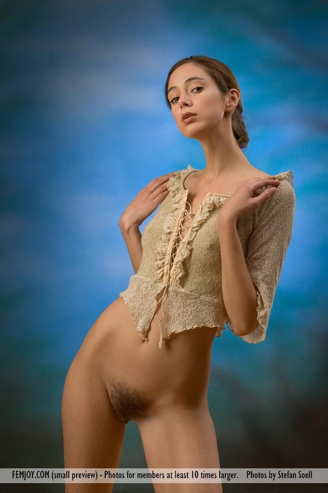 эрофото худая блондинка с косичкой