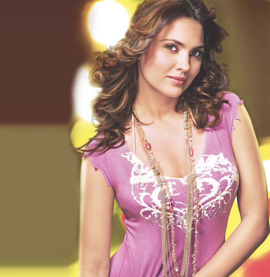 Lara Dutta Hot Bikini Gallery