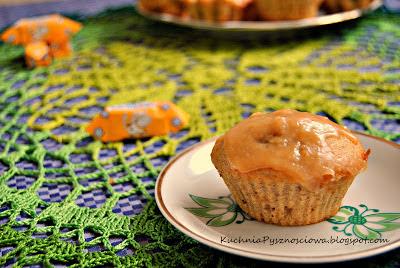 64.Rozpustne muffiny bananowe z krówkami