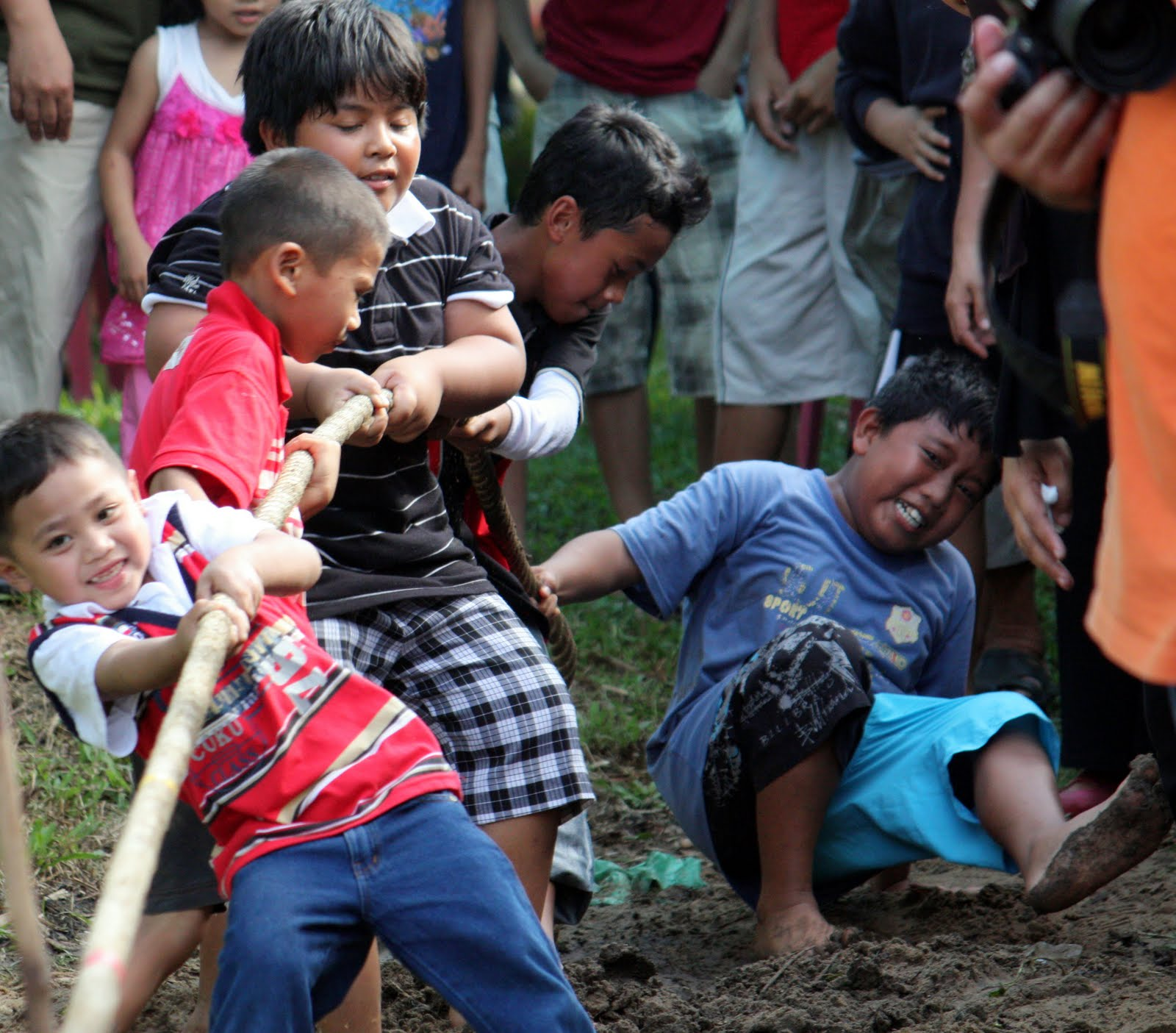 072 tarik kalat - kids tug-of-war