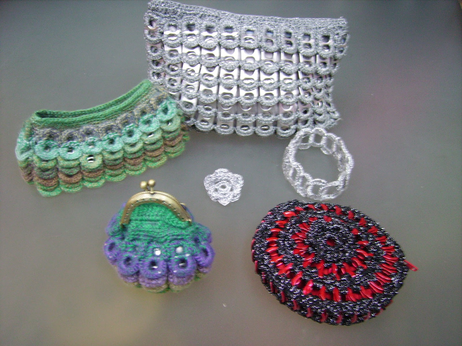 La casa de las lanas bolsos y complementos con chapas for Disenos de ganchillo