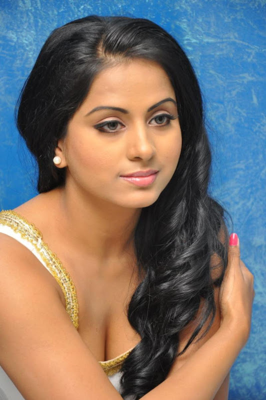 Telugu Item Cine Actress Rachana Mourya Latest Hot Stills Photos gallery pictures