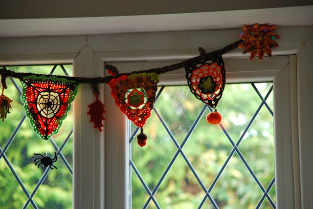 image of crochet Autumn bunting