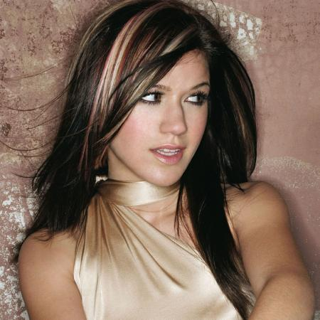 Hairstyle on New Hairstyle  Kelly Clarkson   Long Layered Hairstyle