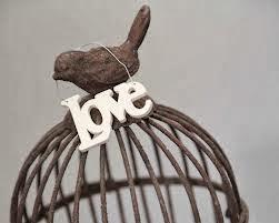 ...Meu coração de passarinho,não cabe numa gaiola.