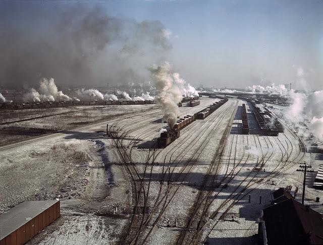 Übersicht über einen der Rangierbahnhöfe der Chicago and Northwestern Railroad, Chicago, Illinois, Dez. 1942.