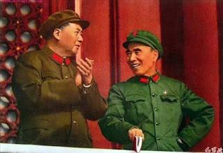 """El asunto Lin Biao según los seguidores de la """"banda de los 4"""" - texto publicado por Crítica Marxista-Leninista en marzo de 2013 - contiene el artículo titulado: """"Con Mao son cinco: La última batalla de Mao Tsetung"""" de Raymond Lotta - año 1978 Mao+y+Lin+Biao+0"""