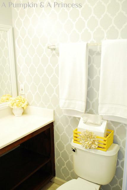 Yellow bathroom accents for Yellow gray bathroom decor