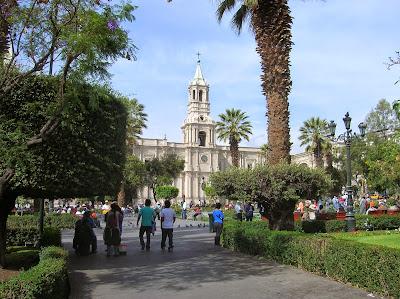 Plaza de Armas de Arequipa, Perú, La vuelta al mundo de Asun y Ricardo, round the world, mundoporlibre.com