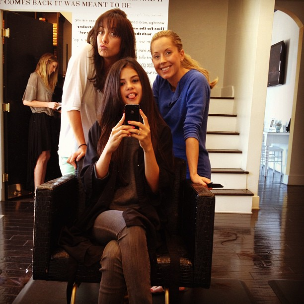 Selena gomez gets hair extensions photos for 2 the nines salon