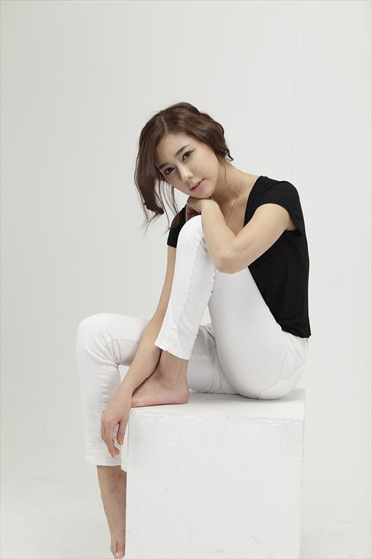 Kim Ha Yul – Casual Black & White