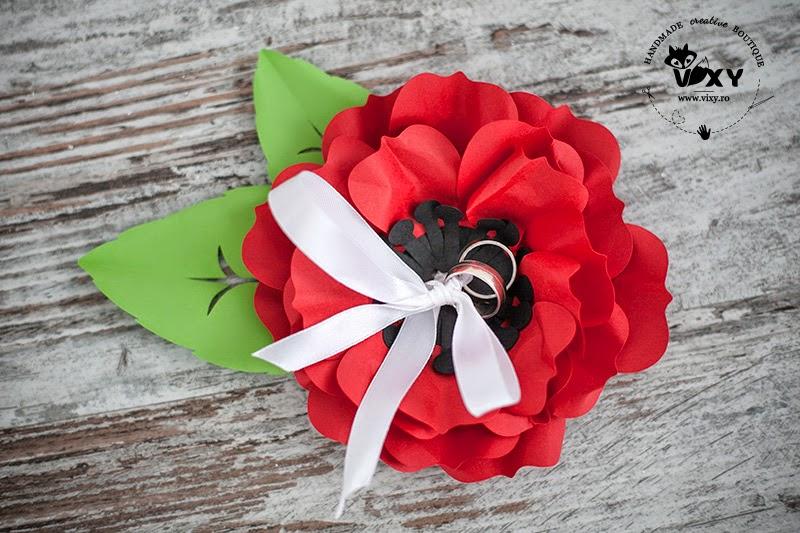 pernuta verighete, pernuta pentru verighete, floare pentru verighete, floare din carton, floare hartie handmade, floare pentru verighete, suport deosebit verighete, suport personalizat pentru verighete, vixy.ro