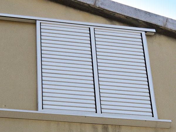 Julio 2012 carpinteria lozano hierro y aluminio - Puertas mallorquinas ...