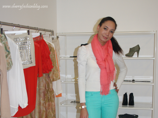 How to style a coral scarf, how to style aqua jeans, mixing colors
