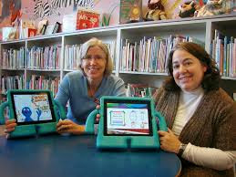 Librarians using iPads