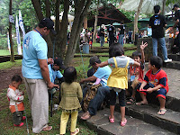 Mancing Bareng Jalin Keakraban Ortu dan Anak