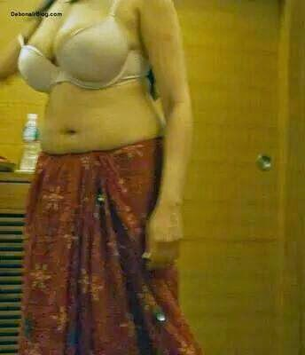 Indian Sexy Aunties In Bra Half Naked 18+ only