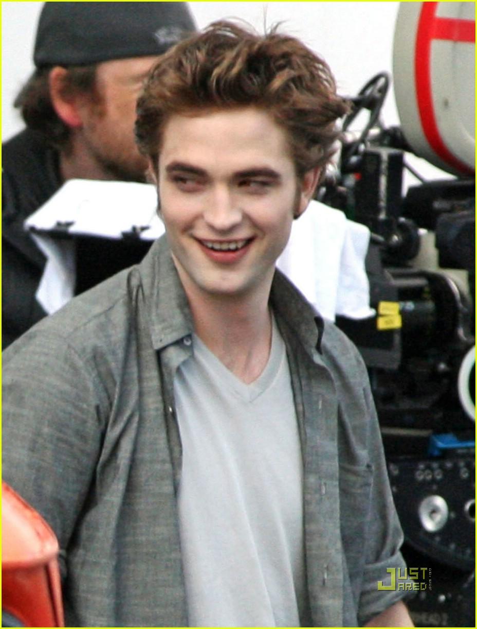 Watch Robert Pattinson (born 1986) video