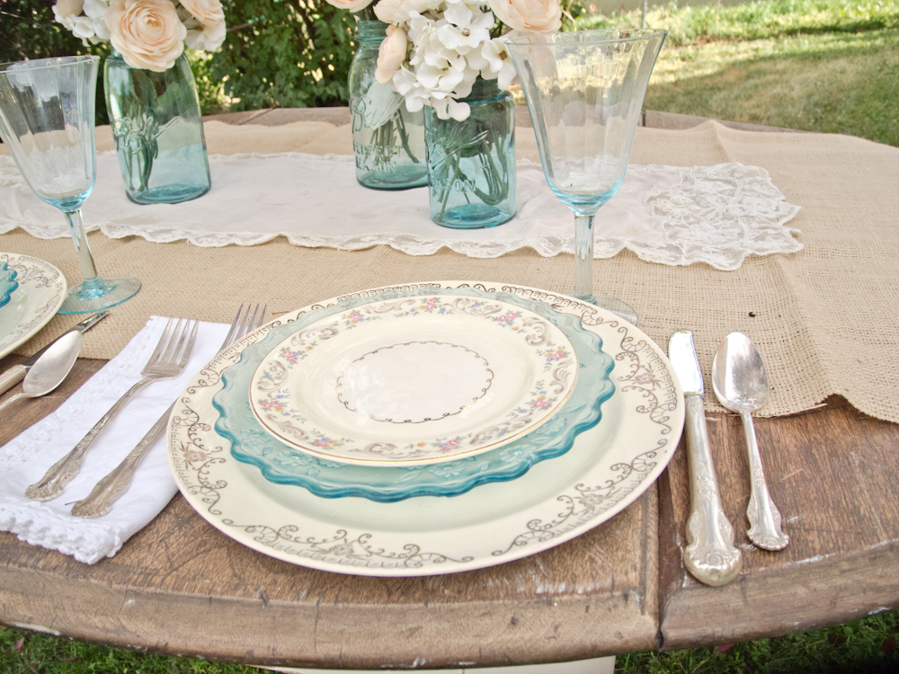 Vintage Whites Blog: A vintage table setting