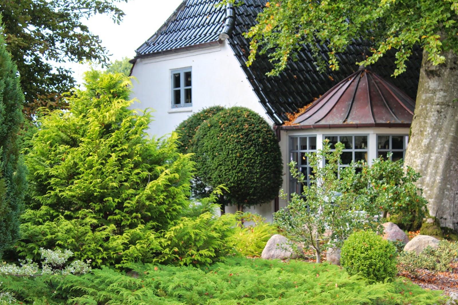 Anettesflora: slottet, lotteruphus antik og have 2. og sidste del