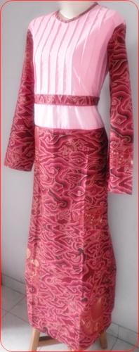 Model baju batik wanita muslim Indonesia