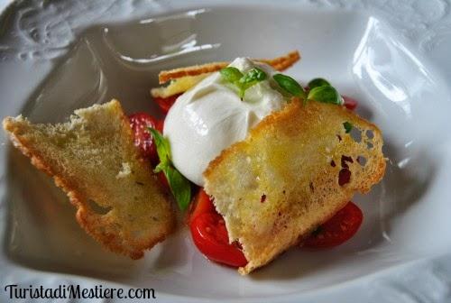 Burrata pomodorini pachino basilico e bruschetta