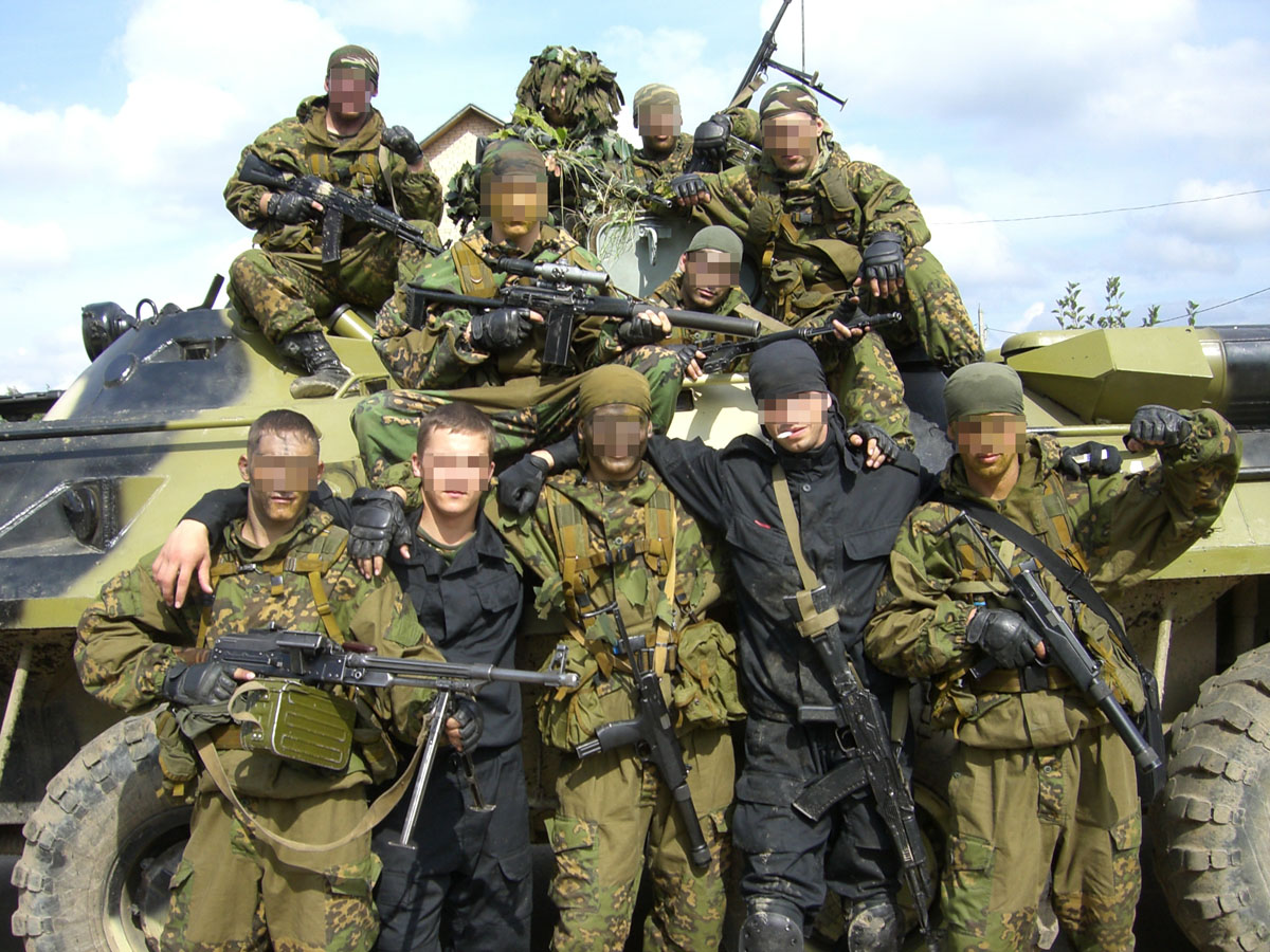 picture of blackhawk helicopter with Mafia Vs Spetsnaz on Ah 1 Cobra moreover Sikorsky Signs 74 116 Bn Contract With Us Military 04431 furthermore 09052014 Sas Land Rovers also Crew Chief 172253669 as well 6590868017.