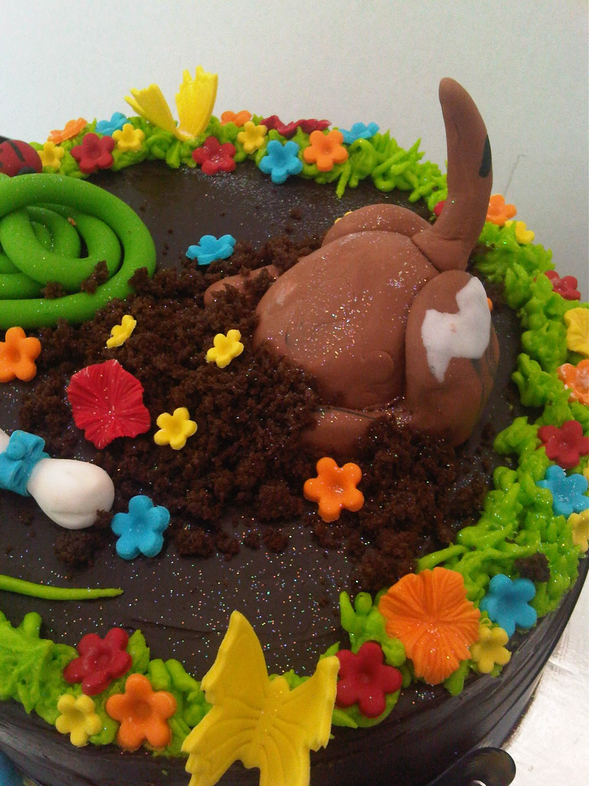 Digging Dog Cake Decoration : Welcome to Just Iced: Dog digging cake!