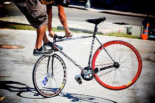 Fixied fixie bike tricks