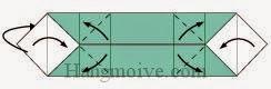 Bước 6: Gấp chéo để tạo nếp gấp. Mở hai cạnh trên, dưới tờ giấy ra để thẳng đứng.