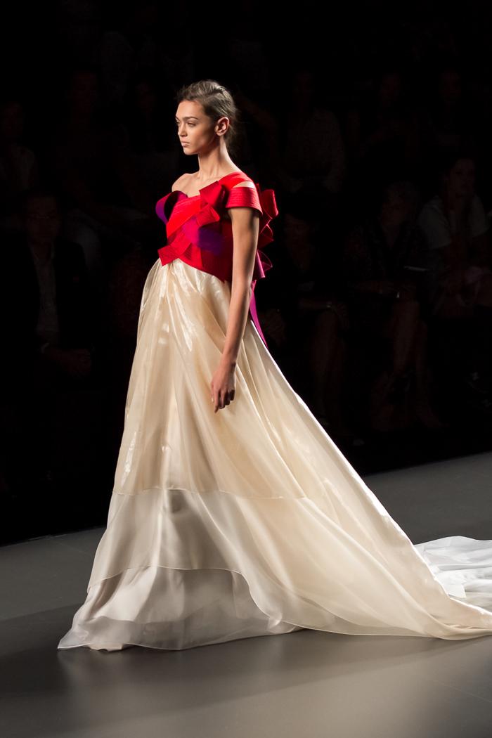 Vestido de fiesta rojo morado y blanco roto