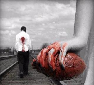 Que triste es hayar espinas cuando se busca una flor, que triste es hayar desprecio cuando se busca un amor...