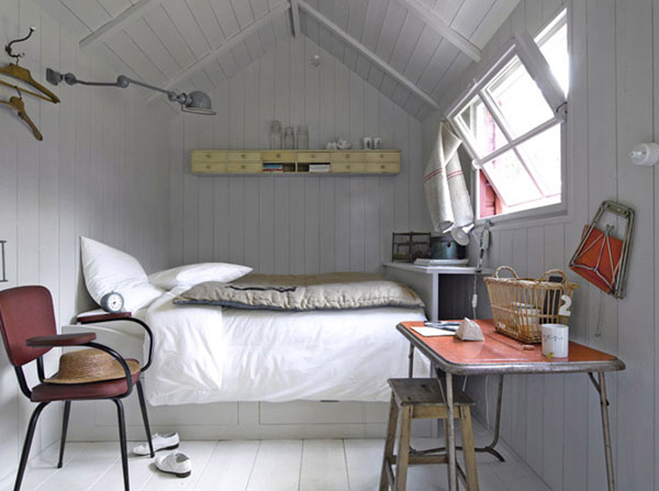 An Attic Can Be Transformed Into A Bedroom With Ease You Should Use Light Colors On The Wall And Floor To Make It Look Cleaner And Bigger