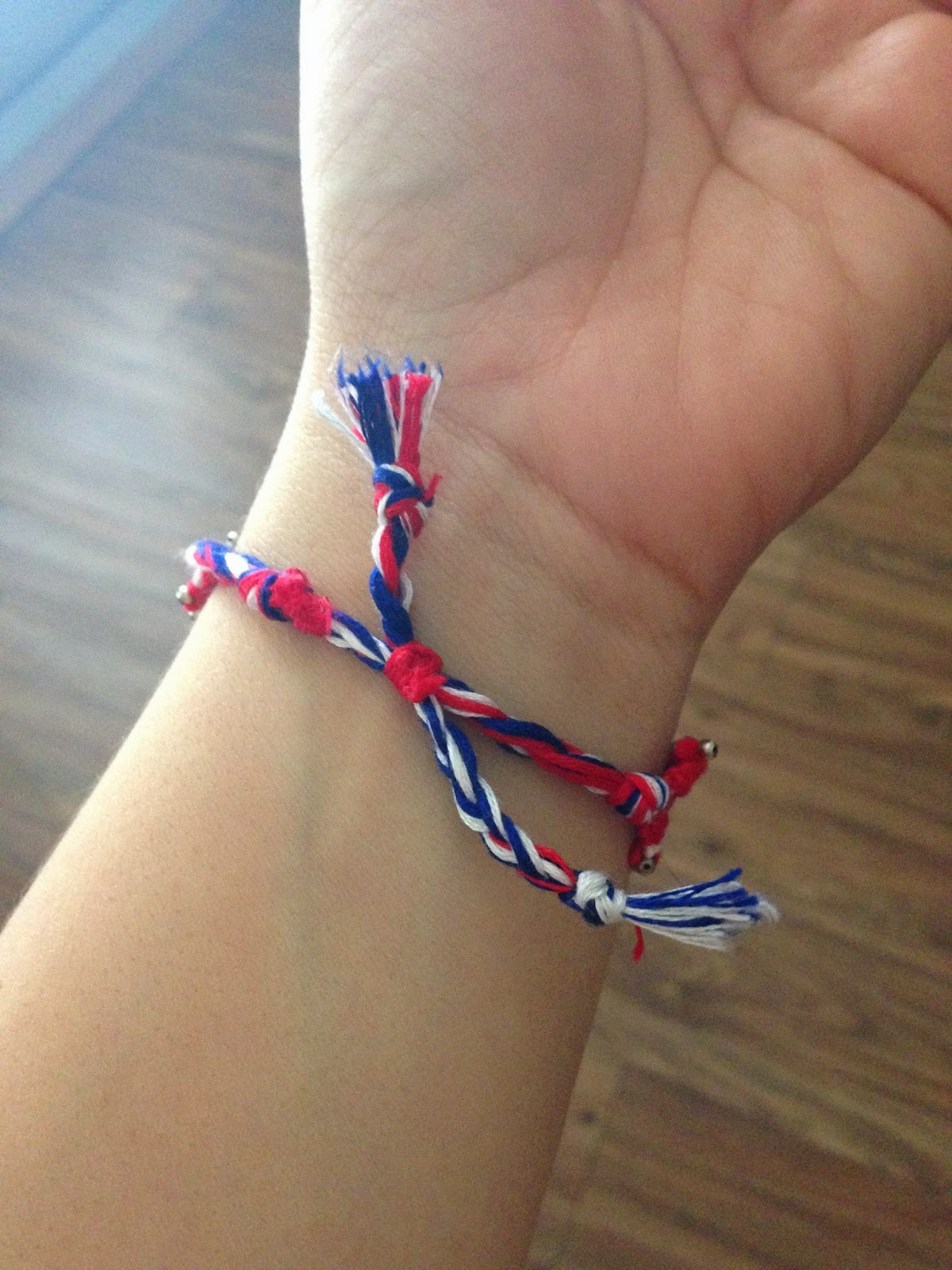 How to tie a friendship bracelet