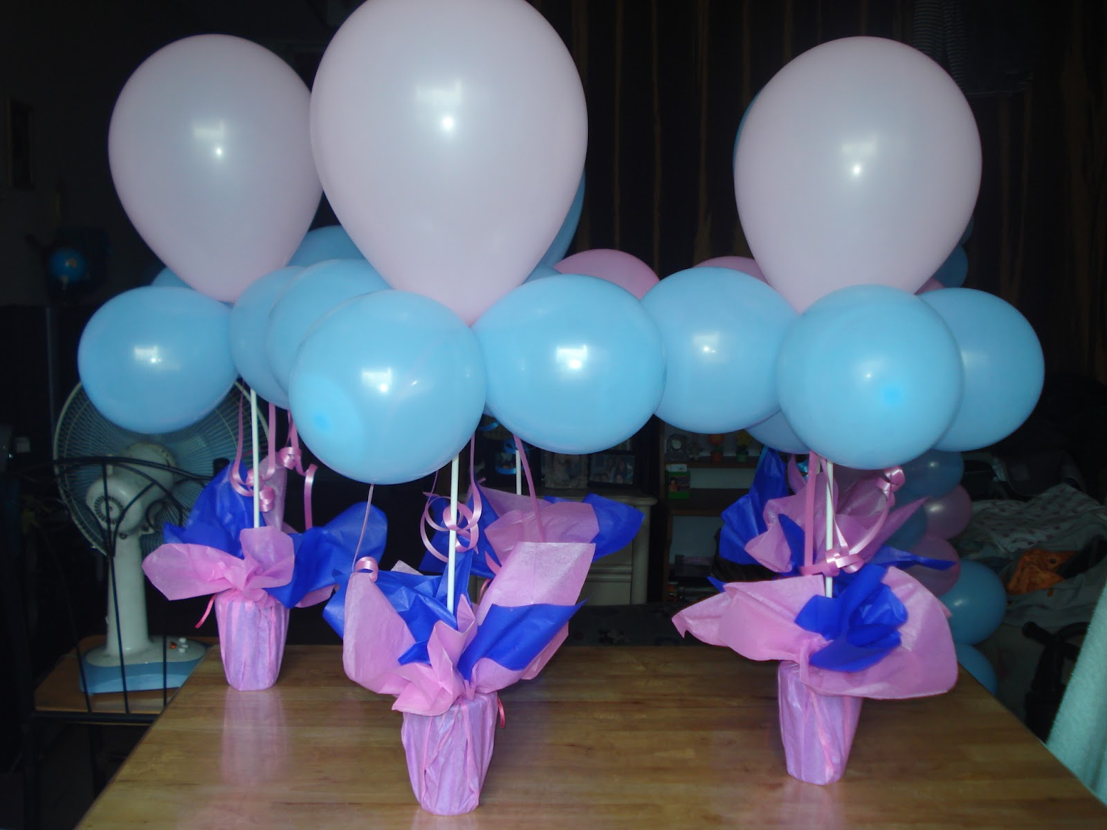 Tipid party simple balloon centerpiece for Balloon decoration images party