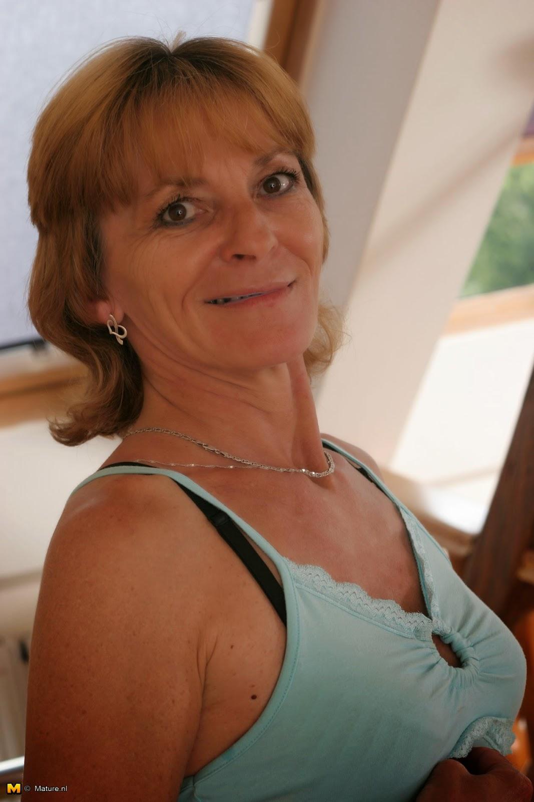 Big boobs handjob mom retro