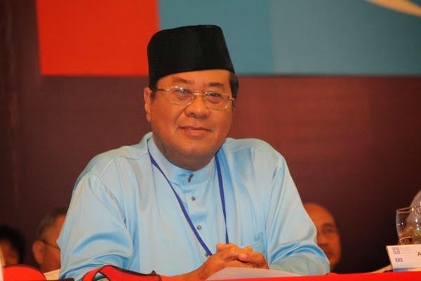 MB Selangor Derma Wang Gaji Kepada Tabung Warisan Anak Selangor