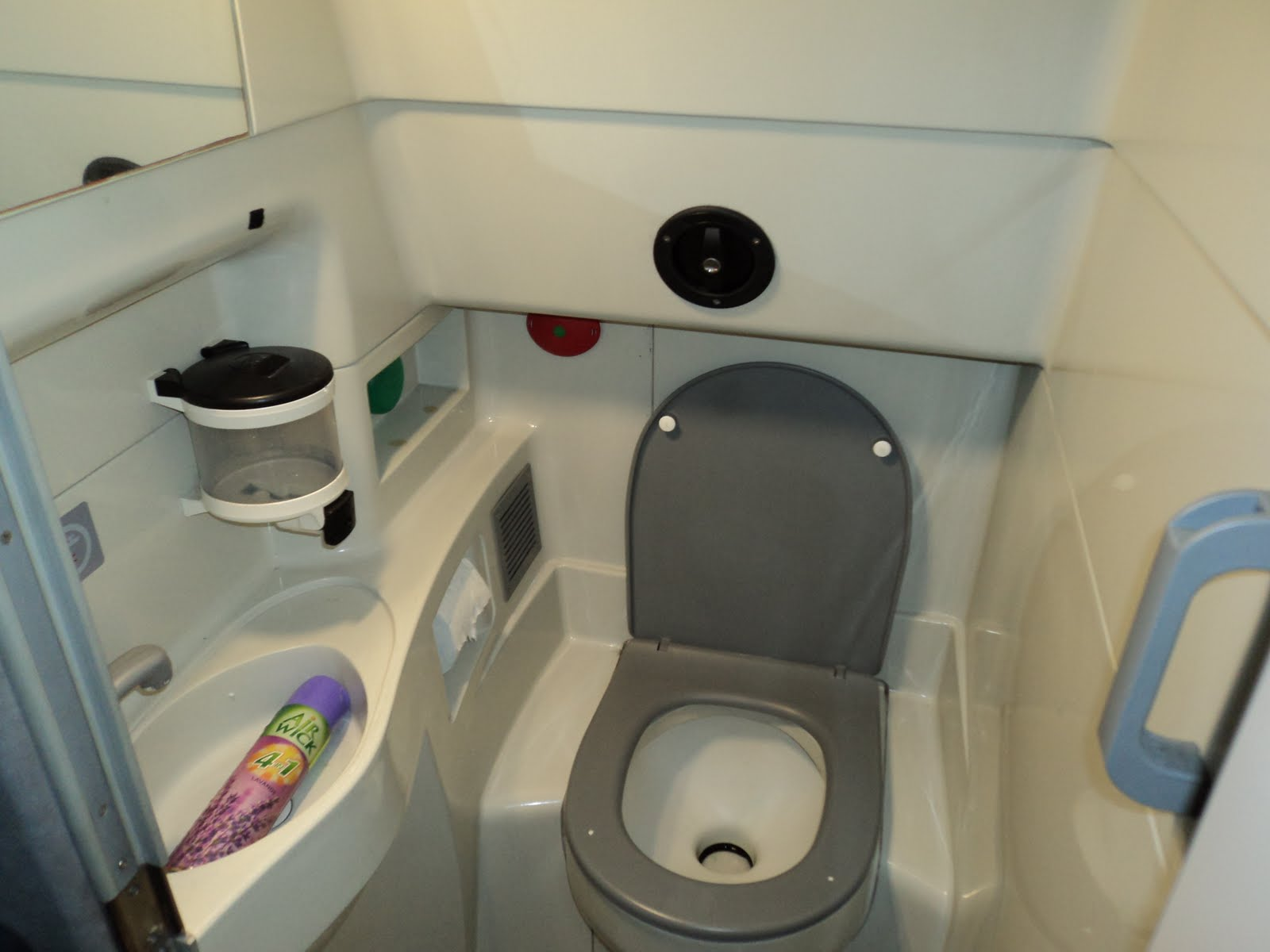 Airplane Bathroom 28 Images Pan From