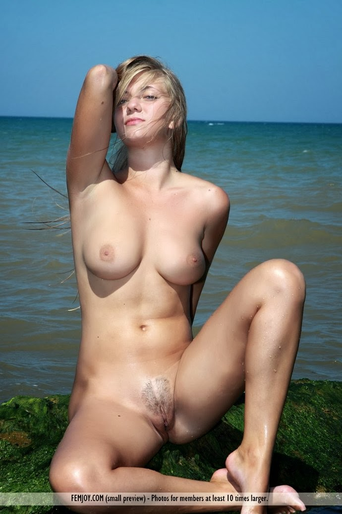 Amarican Girl With Naked