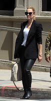 Mena Suvari in tight leather pants