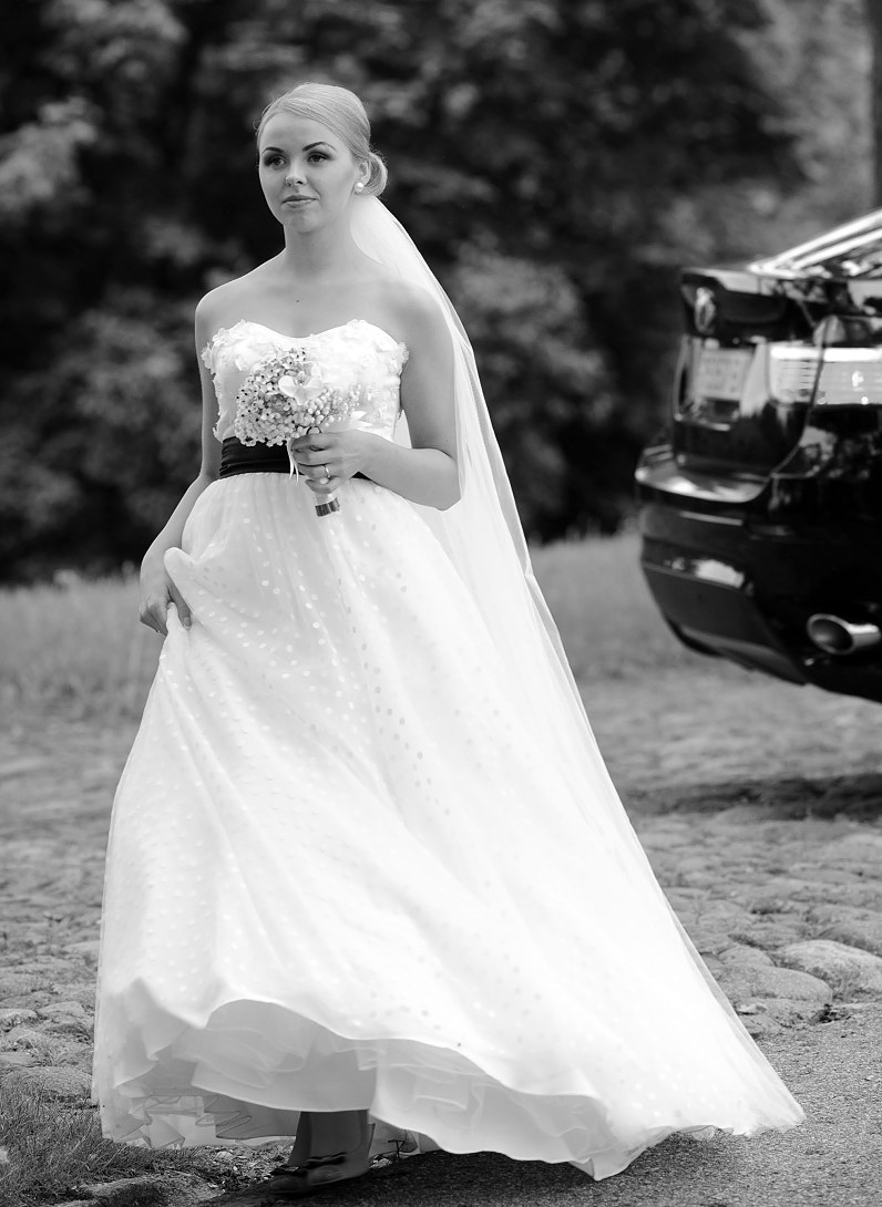 stilinga vestuvinė suknelė su taškiukais Panevėžyje
