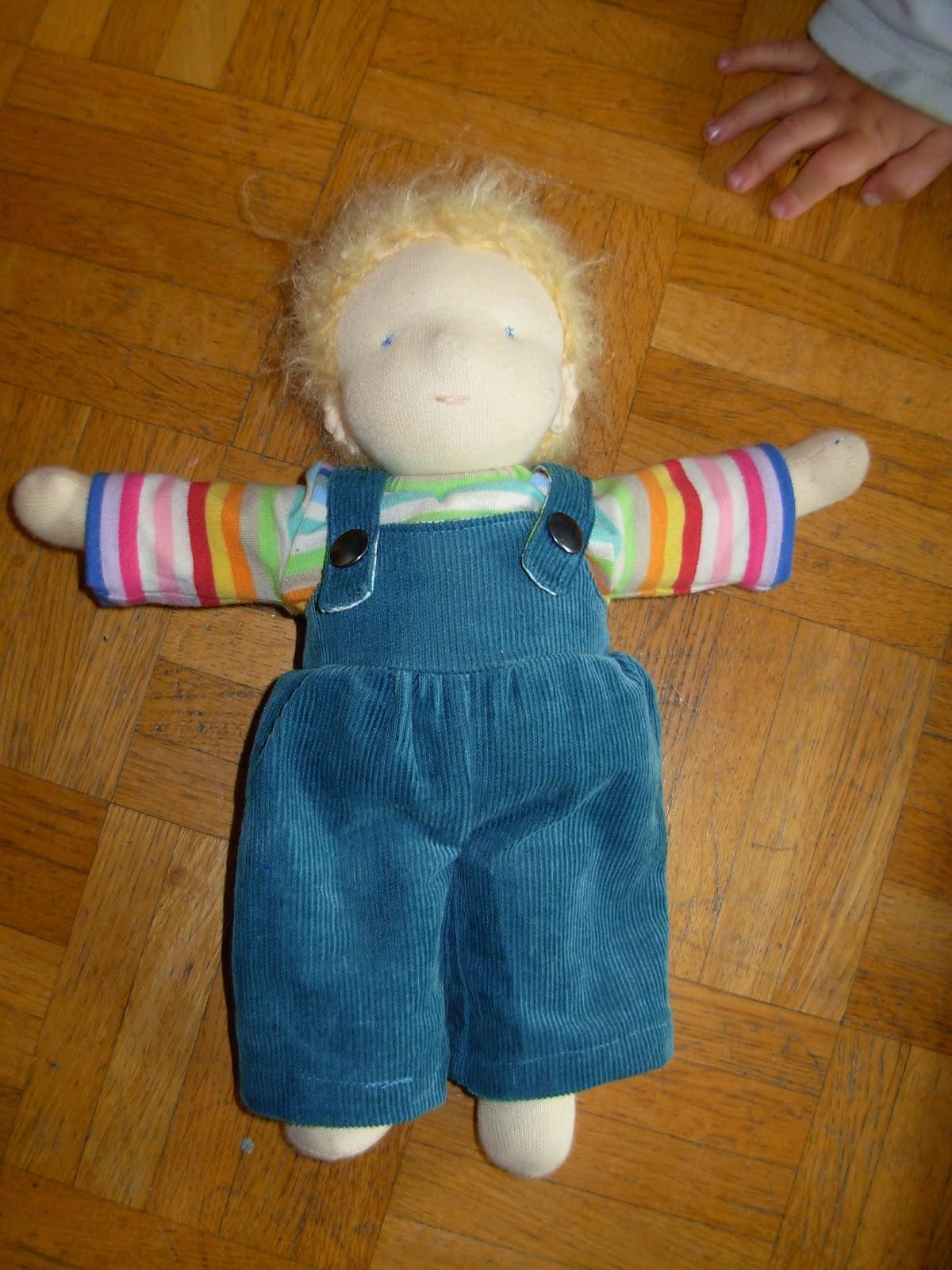 Puppenjunge für kleinen Jungen