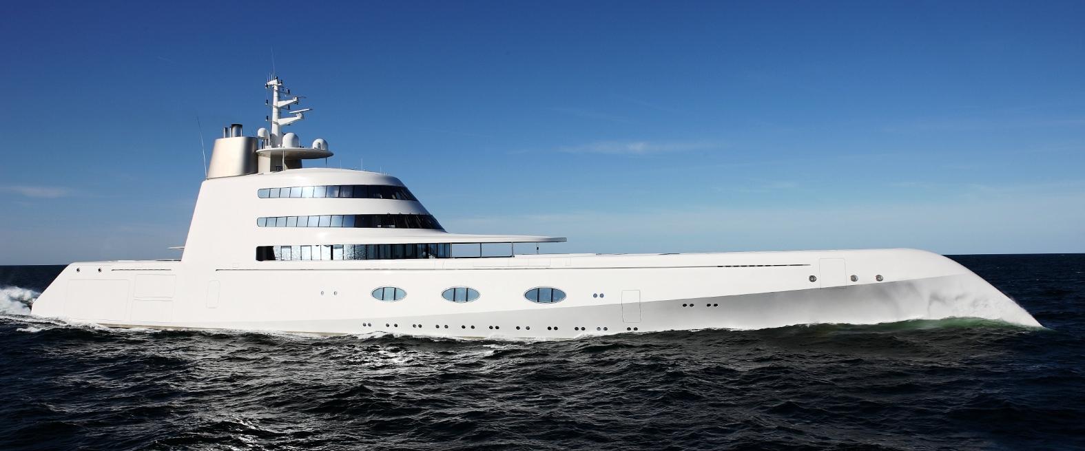 Crocieremie blog l 39 estate dei maxi yacht a cagliari for Palazzi super mega
