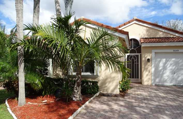 Marilyn Recently Sold: WINSTON TRAILS, Lake Worth, Charming 2 bedroom house, large kitchen, porch