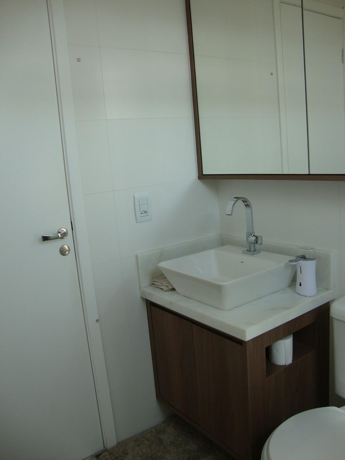 portas formando um armário superior com bordeamento em MDF Madeirado #262018 1200x1600 Armario Banheiro Superior
